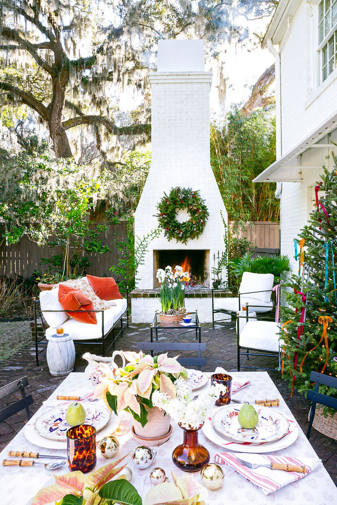Backyard and back patio Christmas decorations inspired by Southern Living Magazine | a Christmas tablescape and christmas wreath on the fireplace