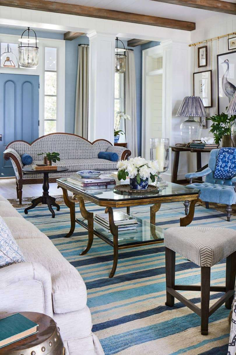 Living room with wooden beams and blue and white fabrics and paint colors